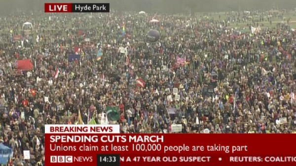 Crowds in Hyde Park at 14:33