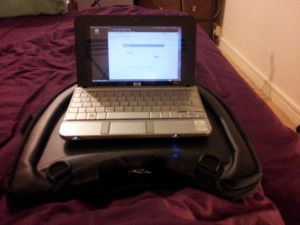 A netbook on a Trabasack